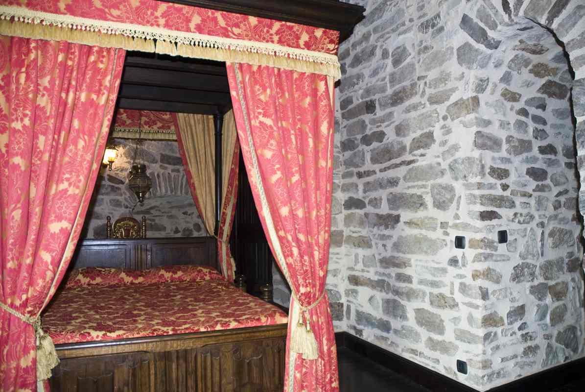 princess room bed 2 - Princess Room